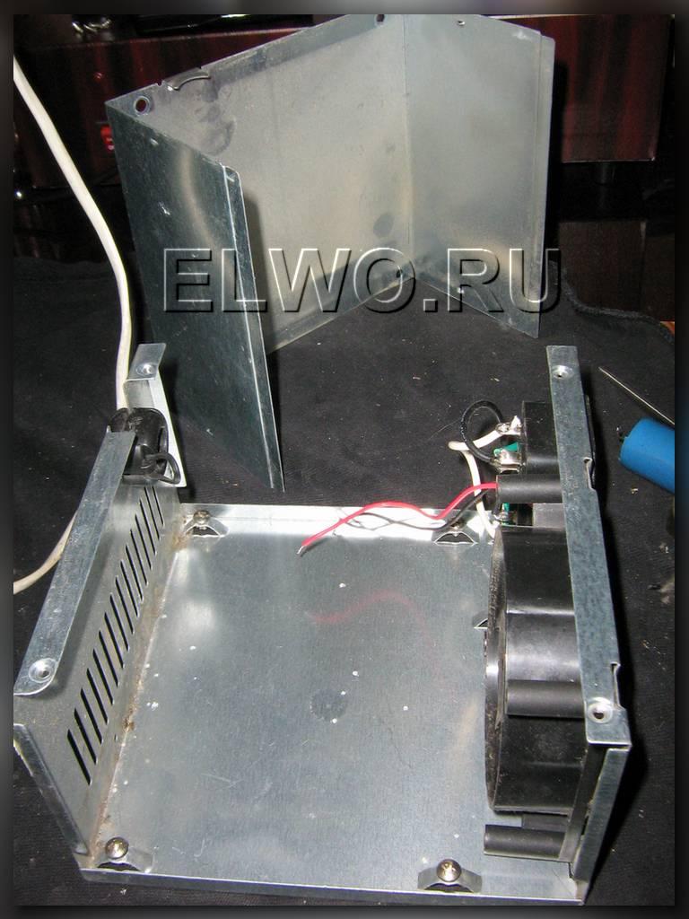 свободный металлический корпус с разъёмами и кулером