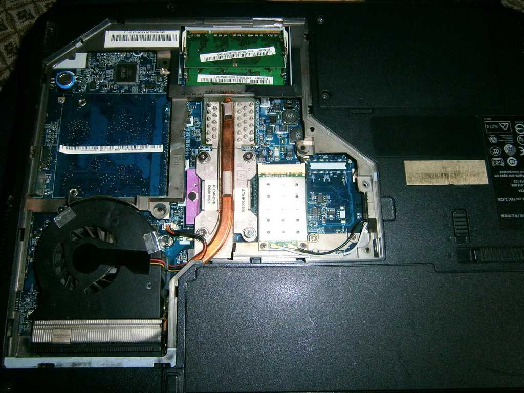ключевой транзистор, подающий на кулер питание