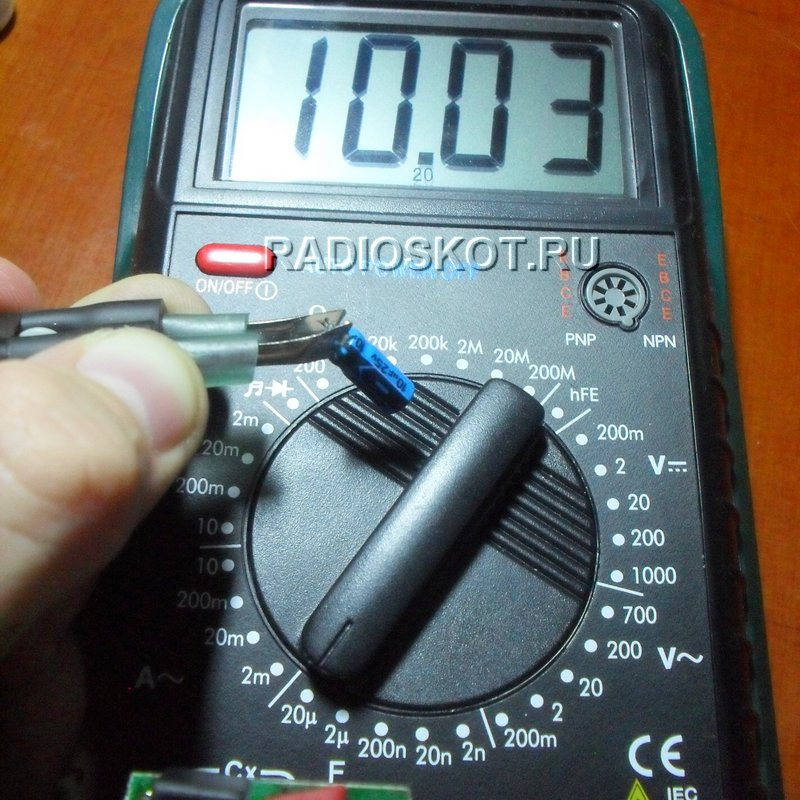 В итоге получилось удобное приспособление для измерения номиналов резисторов и конденсаторов.