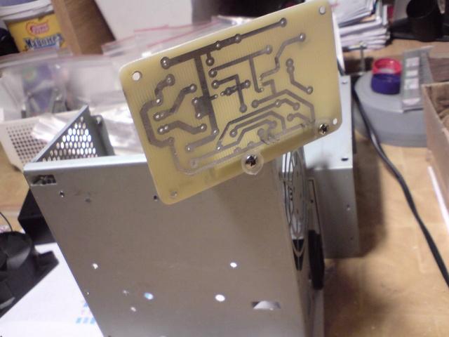 В корпус прекрасно влазит трансформатор на 100 ватт