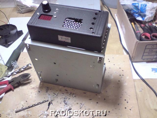 Амперметр берём стрелочный - чтоб хорошо были видны броски тока