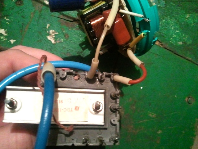 строчные трансформаторы можно найти в старых советских телевизорах