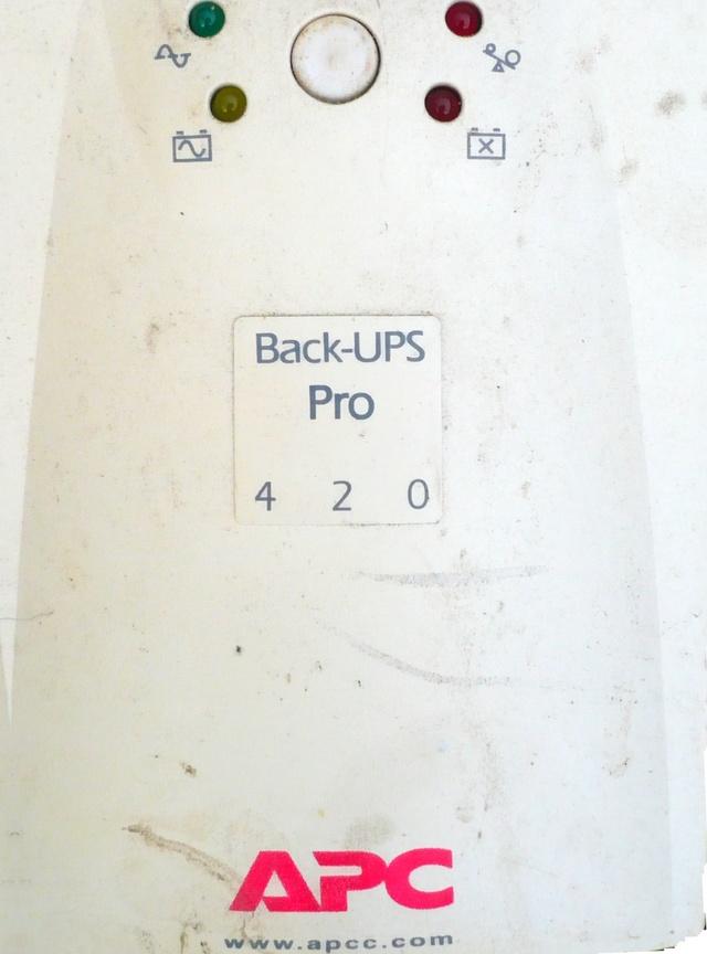 Передняя панель блока UPS