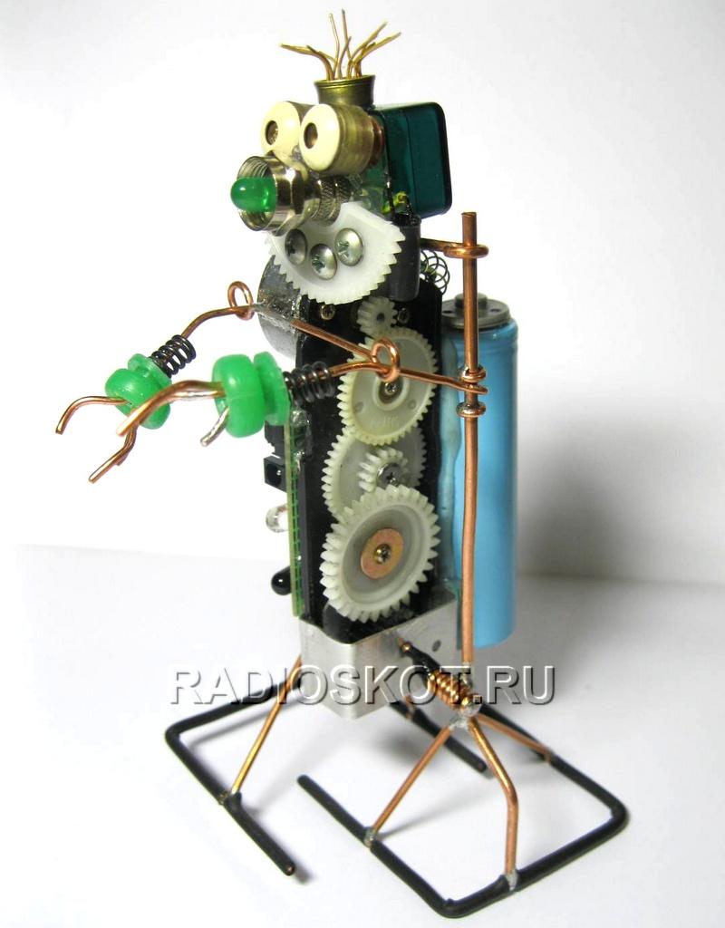 ...можно сделать из микросхем, диодов, ламп и транзисторов, которым не нашлось применения в электросхемах.