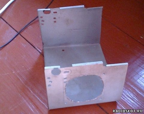 Корпус зарядного 12в собран из цинковой жести