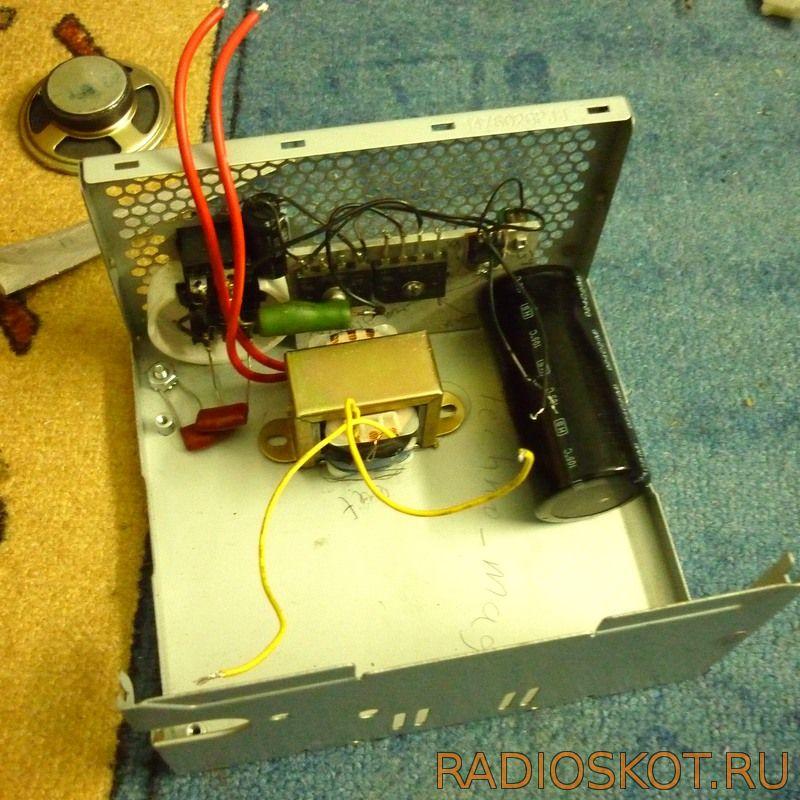 Для питания драйвера поставил трансформатор 220-12В и еще стабилизатор