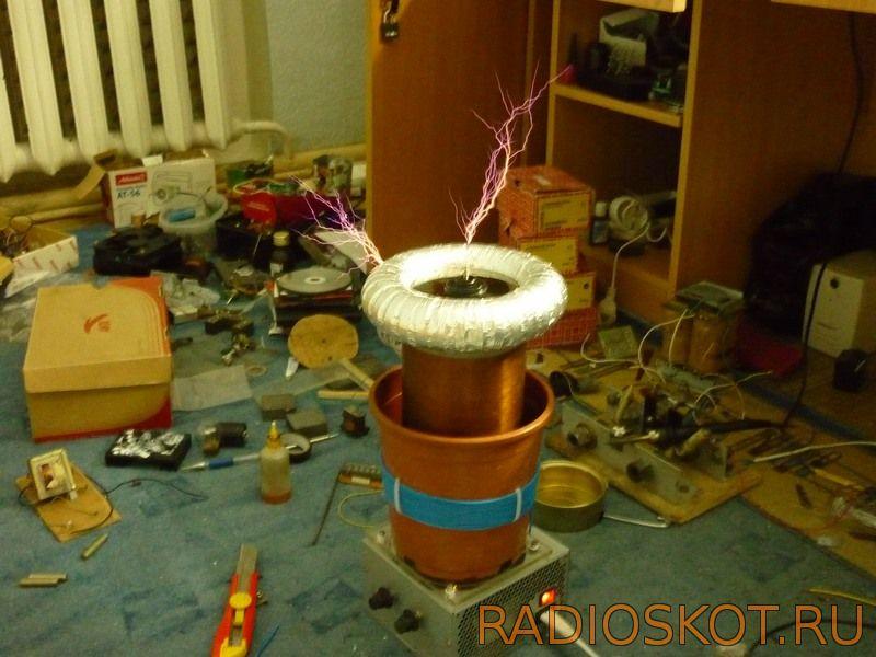 Высоковольтный генератор Тесла на основе микросхемы и силовых транзисторов