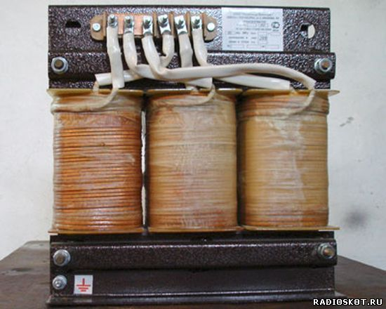 Фото трехфазного трансформатора
