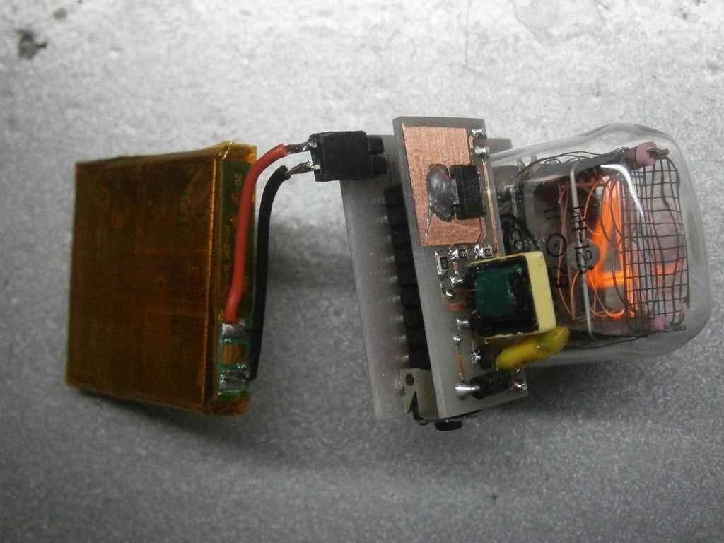 электронная схема часов на светодиодах