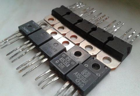 ЗАРЯДКА НЕСКОЛЬКИХ АККУМУЛЯТОРОВ - транзисторы