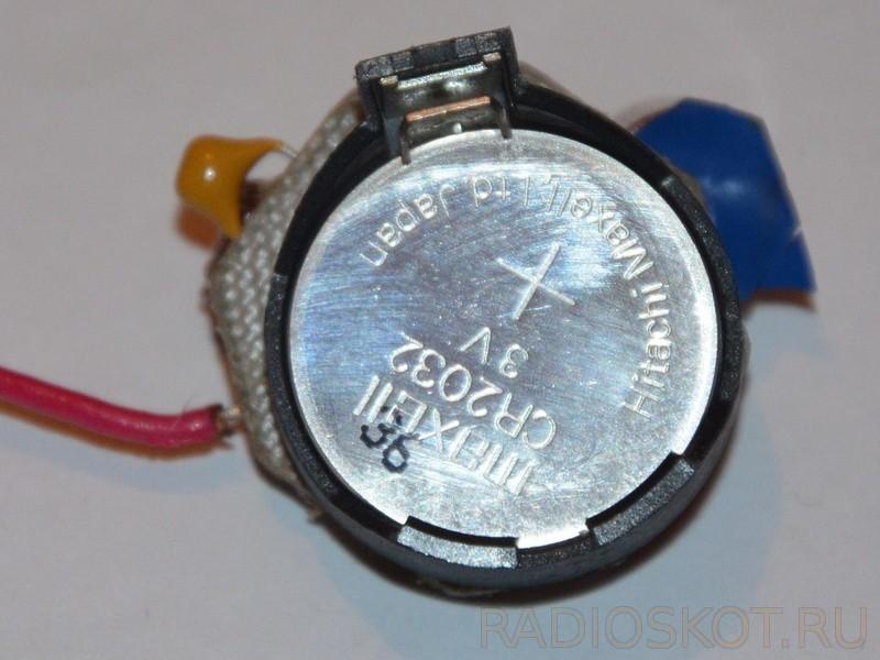 Батарейка жука установленная в держатель