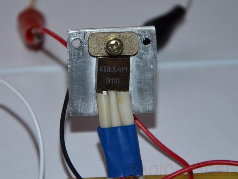 транзистор КТ805АМ на радиаторе