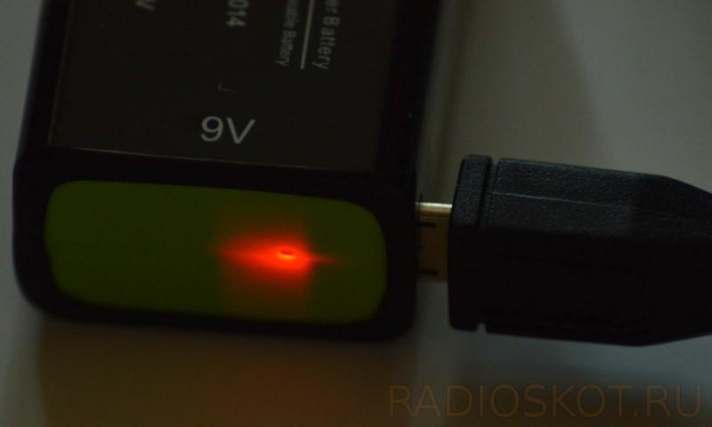 Для зарядки аккумуляторной кроны micro-USB разъем