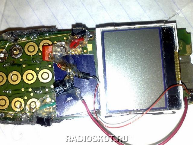 Эмиттер транзистора припаиваем
